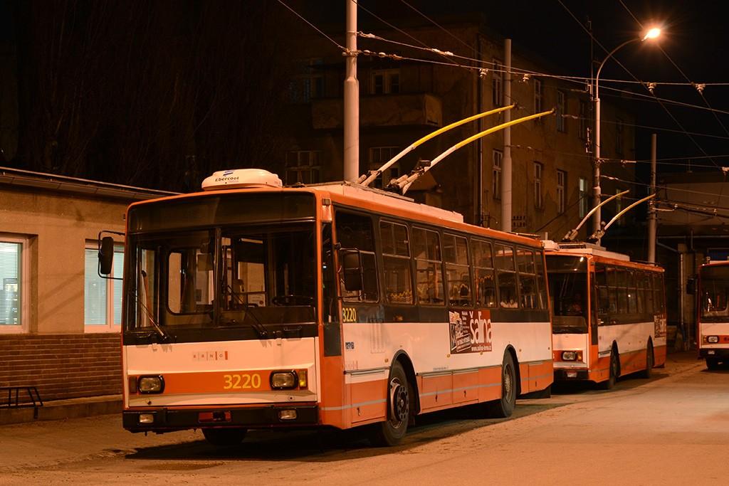 Fotogalerie » Škoda 14TrR 3220 | Škoda 14Tr17/6M 3273 | Brno | Husovice | vozovna Husovice