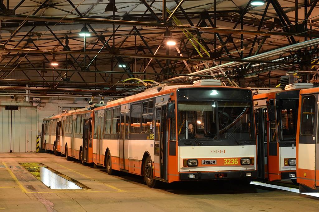 Fotogalerie » Škoda 14Tr10/6 3236 | Škoda 14TrR 3263 | Škoda 14TrR 3219 | Brno | Husovice | Vozovna Husovice