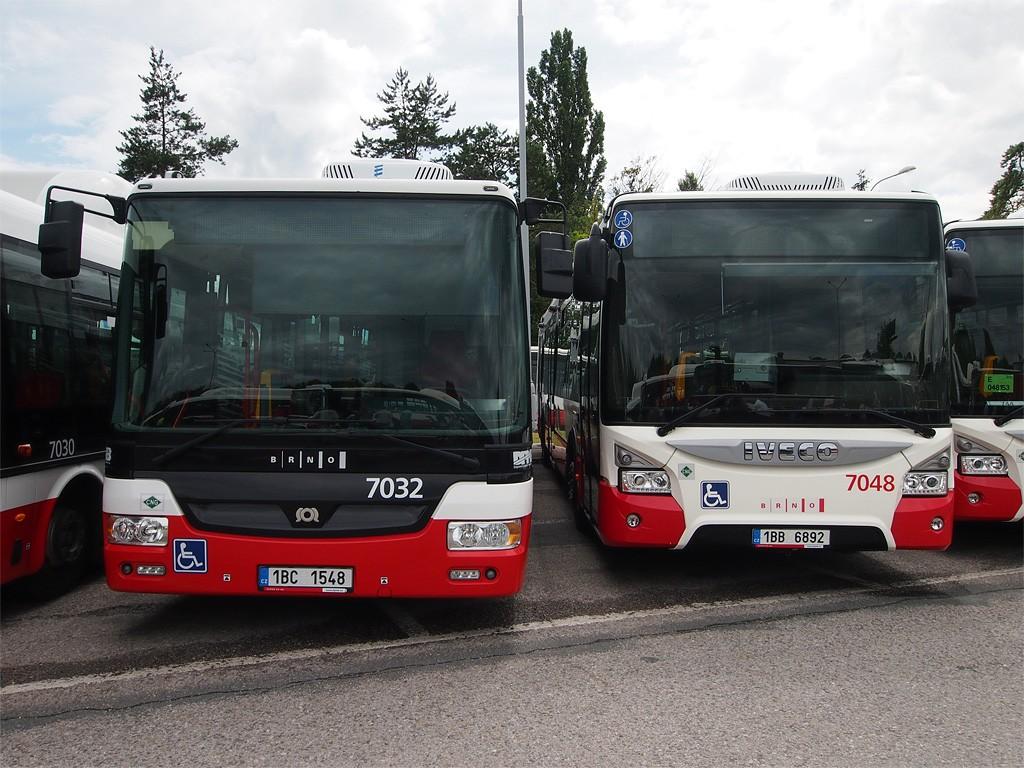 Fotogalerie » SOR NBG 12 1BC 1548 7032 | Iveco Urbanway 12M CNG 1BB 6892 7048 | Brno | Vozovna Slatina