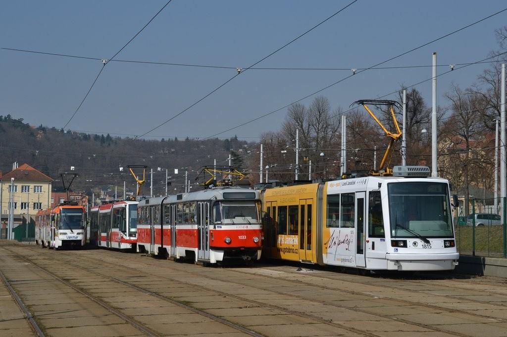 Fotogalerie » Škoda 03T6 1815   ČKD Tatra K2T 1033   ČKD Tatra K2R03-P 1040   Brno   vozovna Pisárky