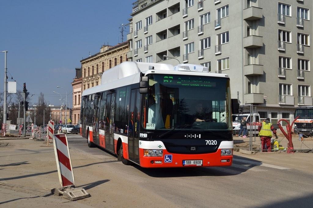 Fotogalerie » SOR NBG 12 1BB 6908 7020 | Brno | Černá Pole | náměstí 28. října