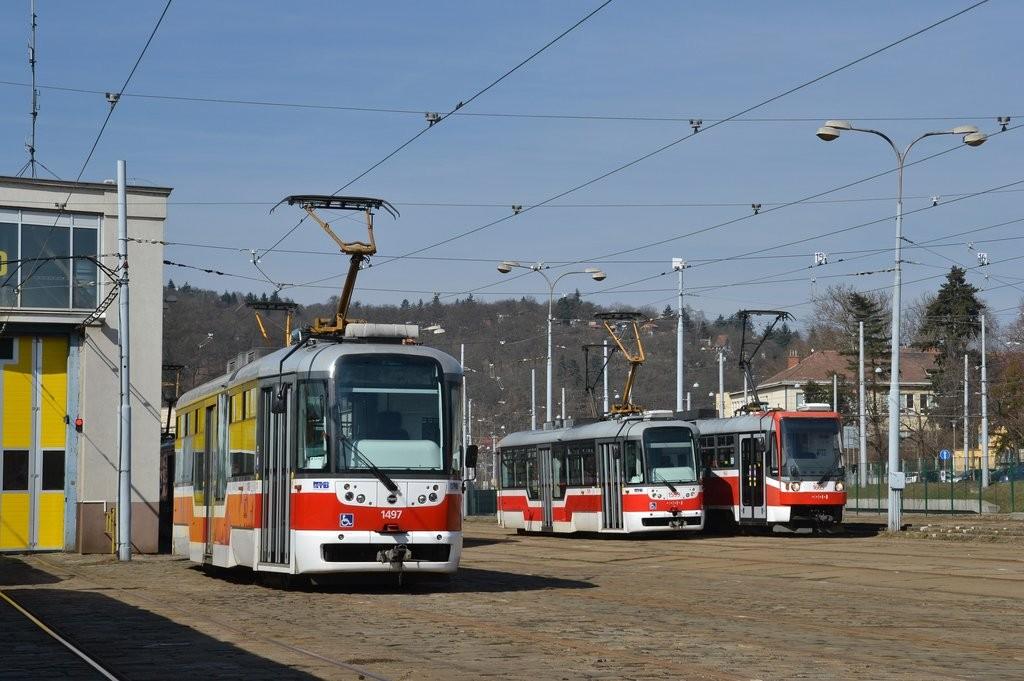 Fotogalerie » Pragoimex VarioLFR.E 1497   Pragoimex VarioLFR.E 1599   Brno   vozovna Pisárky