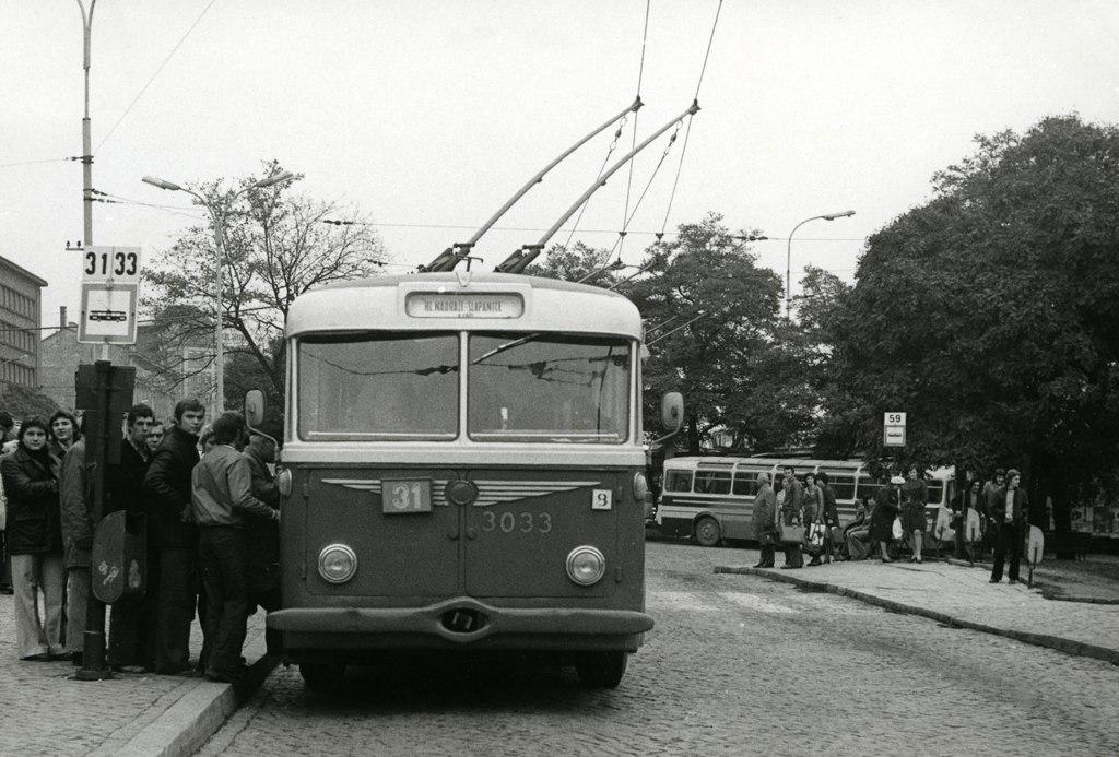 Fotogalerie » Škoda 8Tr3 3033 | Brno | střed | Benešova | Hlavní nádraží, smyčka