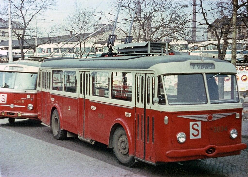 Fotogalerie » Škoda 8Tr5 3034 | Brno | střed | Benešova | Hlavní nádraží, smyčka