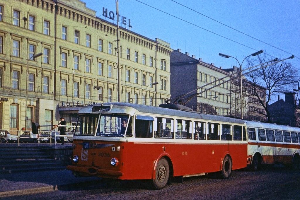 Fotogalerie » Škoda 8Tr9 3036 | Brno | střed | Benešova | Hlavní nádraží, smyčka