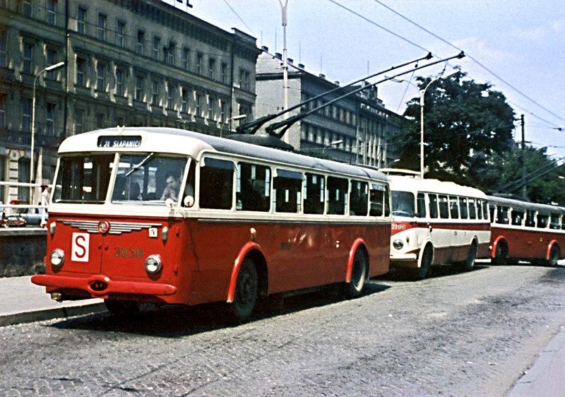 Fotogalerie » Škoda 8Tr9 3038 | Brno | střed | Benešova | Hlavní nádraží, smyčka