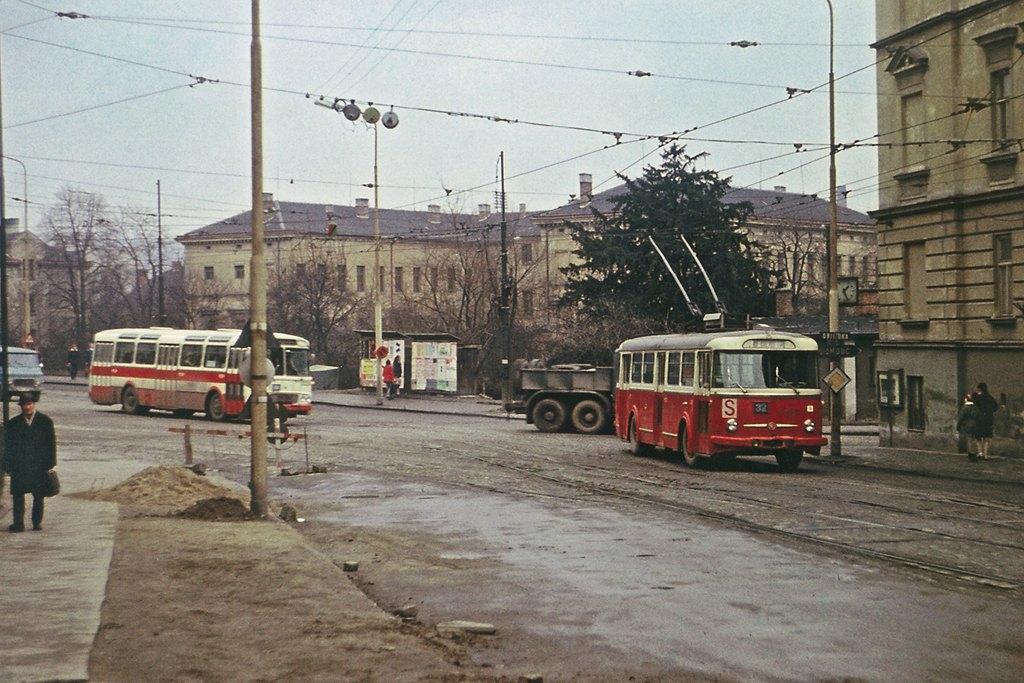 Fotogalerie » Škoda 9Tr4 | Karosa ŠM11 | Brno | Černá Pole | Merhautova