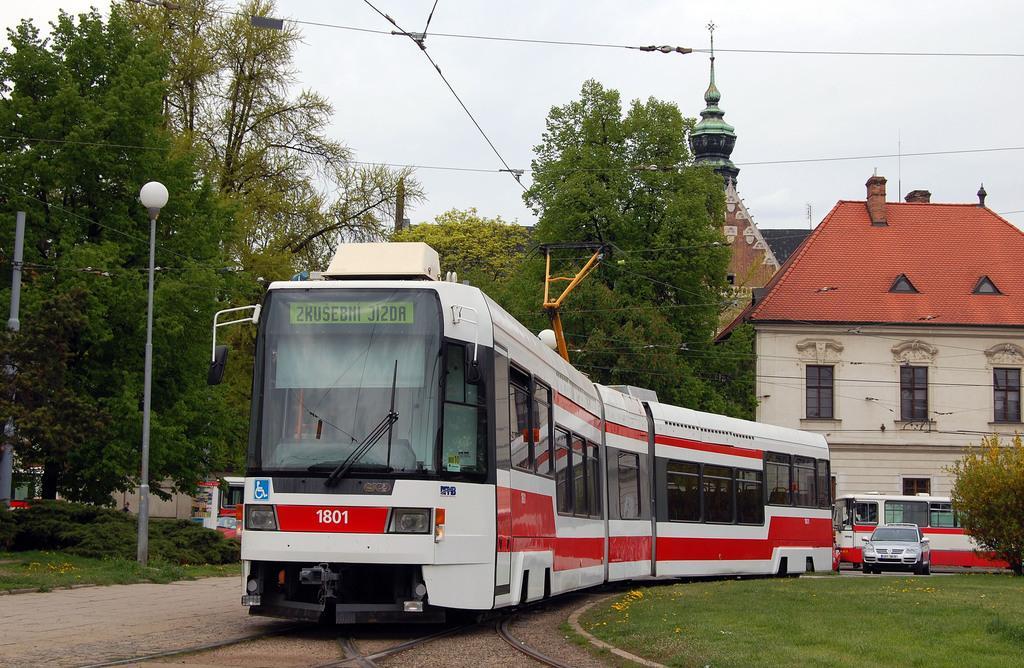 Fotogalerie » ČKD DS RT6N1 1801 | Brno | Staré Brno | Mendlovo náměstí | Mendlovo náměstí, smyčka