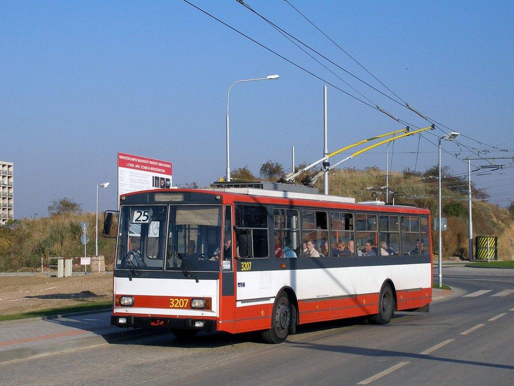 Fotogalerie » Škoda 14Tr08/6 3207 | Brno | Bohunice | Kamenice | Univerzitní kampus