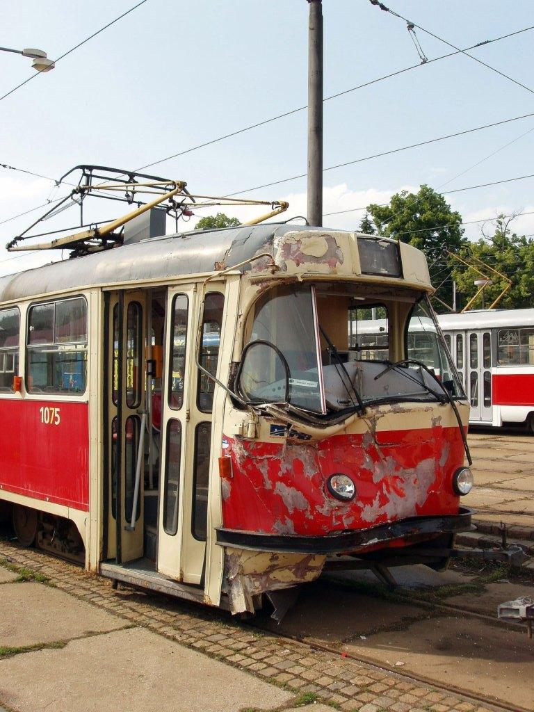 Fotogalerie » ČKD Tatra K2 1075   Brno   vozovna Pisárky