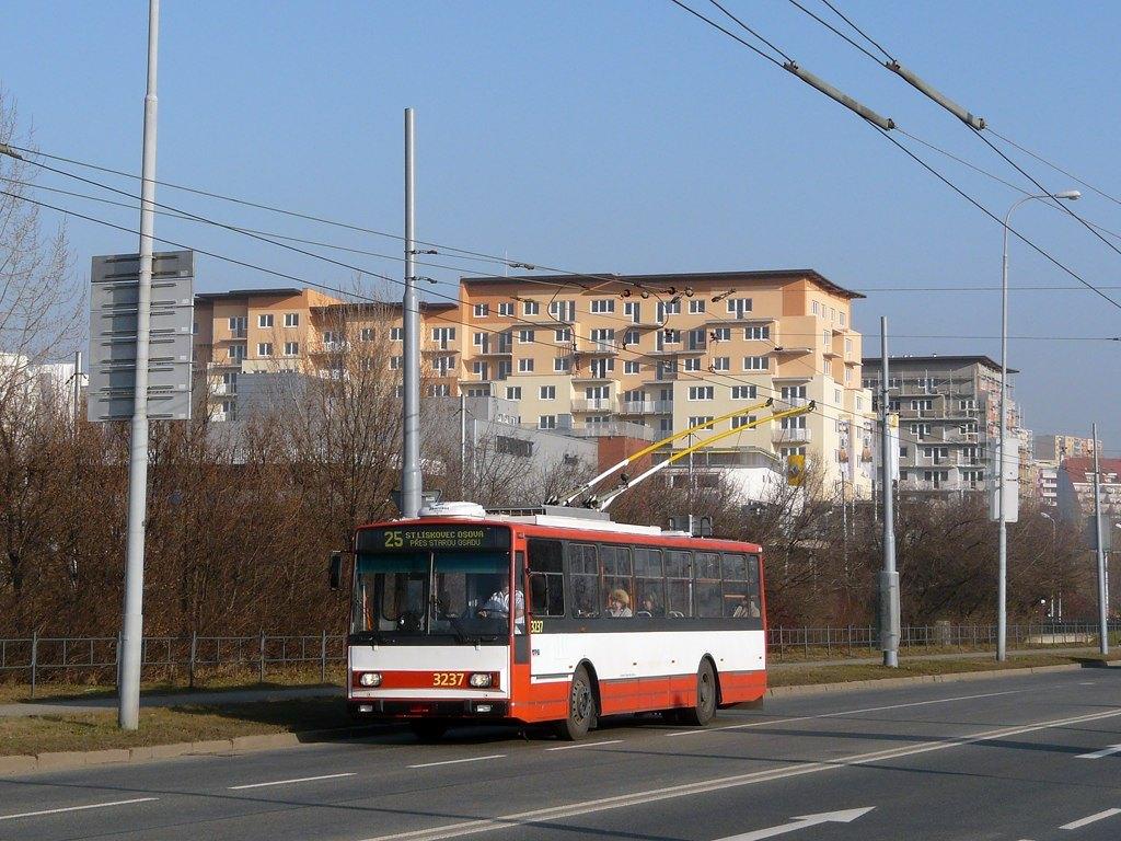 Fotogalerie » Škoda 14TrR 3237 | Brno | Líšeň | Novolíšeňská