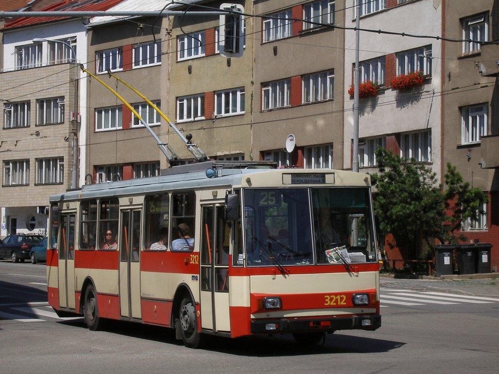 Fotogalerie » Škoda 14Tr08/6 3212   Brno   Černá Pole   Provazníkova