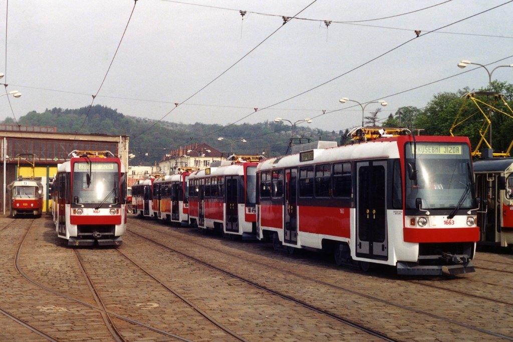 Fotogalerie » ČKD DS T3R 1663 | ČKD DS T3R 1667 | Brno | Pisárky | Vozovna Pisárky