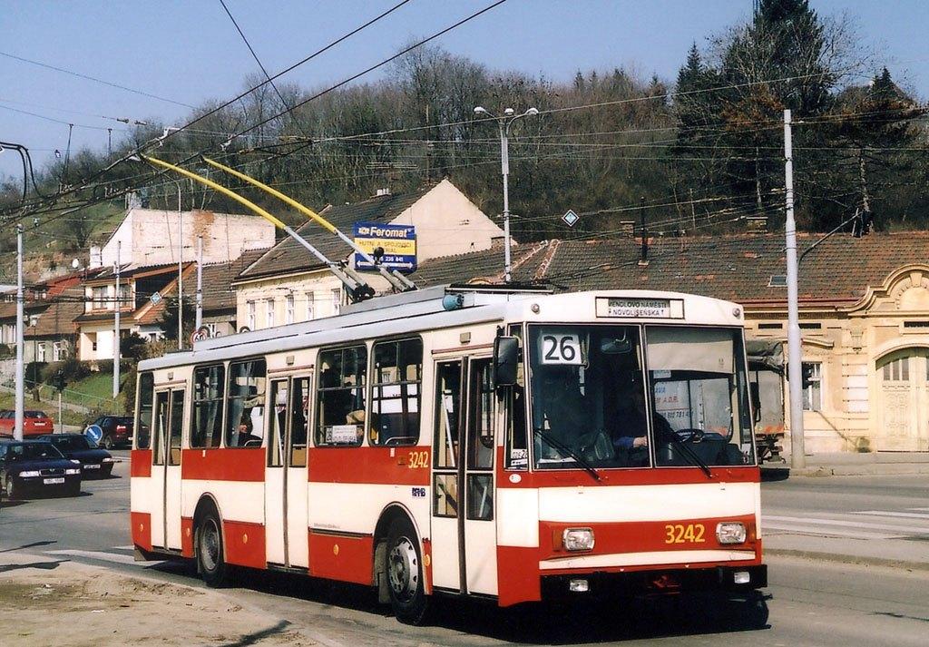 Fotogalerie » Škoda 14Tr10/6 3242 | Brno | Husovice | Tomkovo náměstí | Tomkovo náměstí