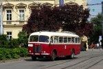 Autobus Škoda 706 RO Technického muzea opouští zastávku Česká