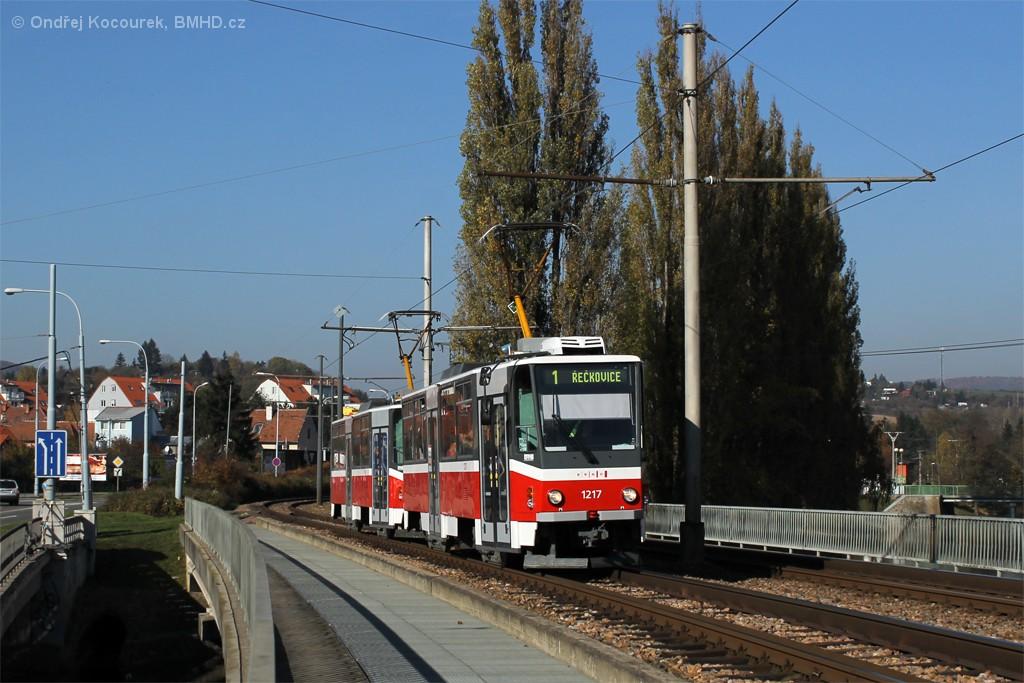Fotogalerie » ČKD DS T6A5 1217 | ČKD DS T6A5 1218 | Brno | Bystrc | Obvodová