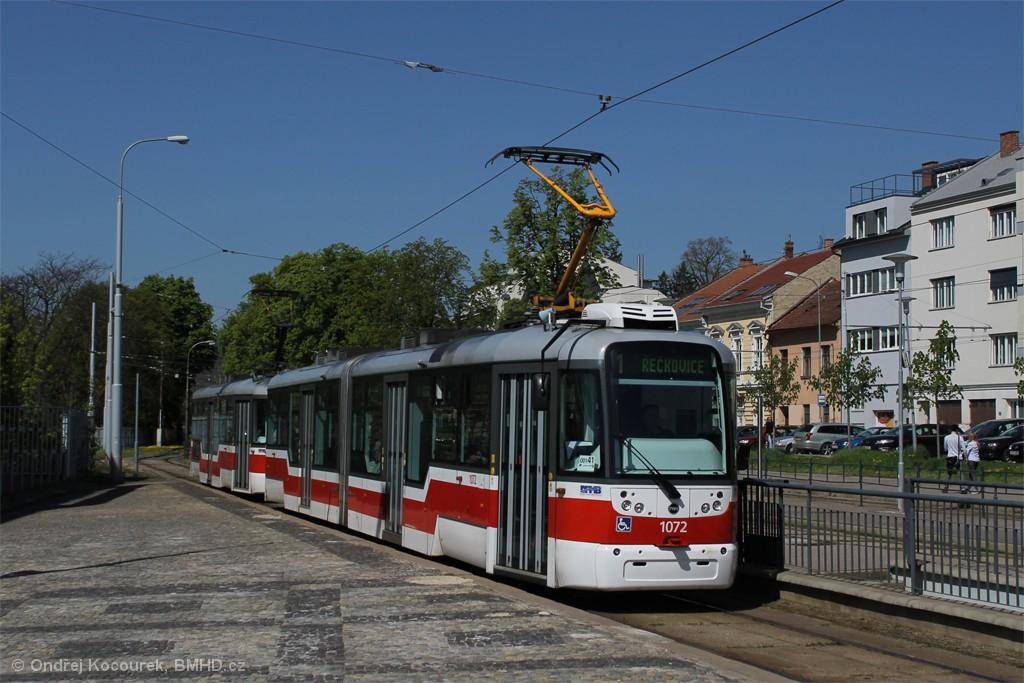 Fotogalerie » Pragoimex VarioLF2R.E 1072 | Pragoimex VarioLFR.E 1574 | Brno | Pisárky | Hlinky | Výstaviště, hlavní vstup