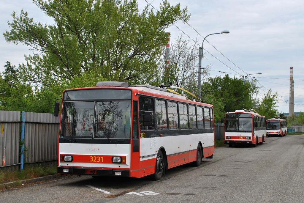 Fotogalerie » Škoda 14Tr08/6 3231 | Škoda 14TrR 3221 | Brno | Slatina | vozovna Slatina