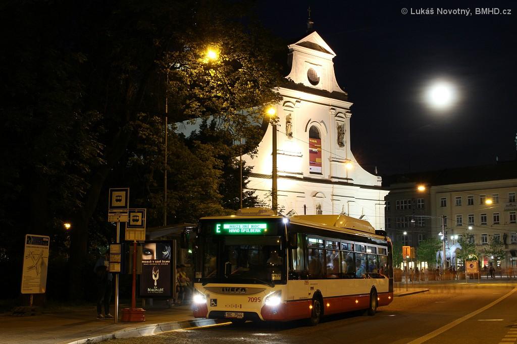 Fotogalerie » Iveco Urbanway 12M CNG 1BC 7544 7095 | Brno | střed | Moravské náměstí | Česká