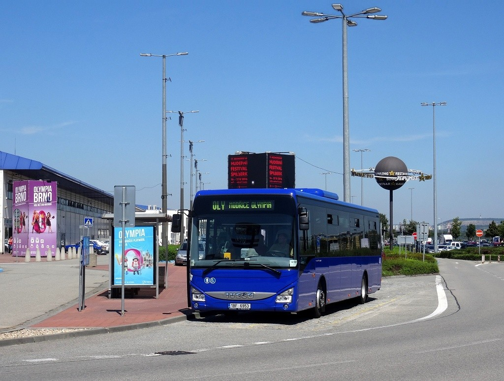 Fotogalerie » Iveco Crossway LE LINE 12M 1BF 6953 | Brno | Modřice | U Dálnice | Modřice, Olympia, jih