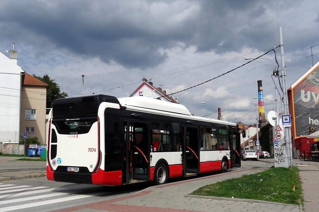 Fotogalerie » Iveco Urbanway 12M CNG 1BC 1580 7074   Brno   Husovice   Tomkovo náměstí   Tomkovo náměstí