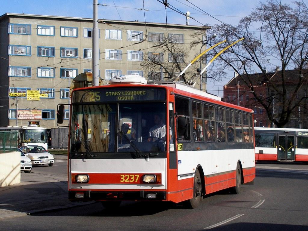 Fotogalerie » Škoda 14TrR 3237 | Brno | Pisárky | Hlinky