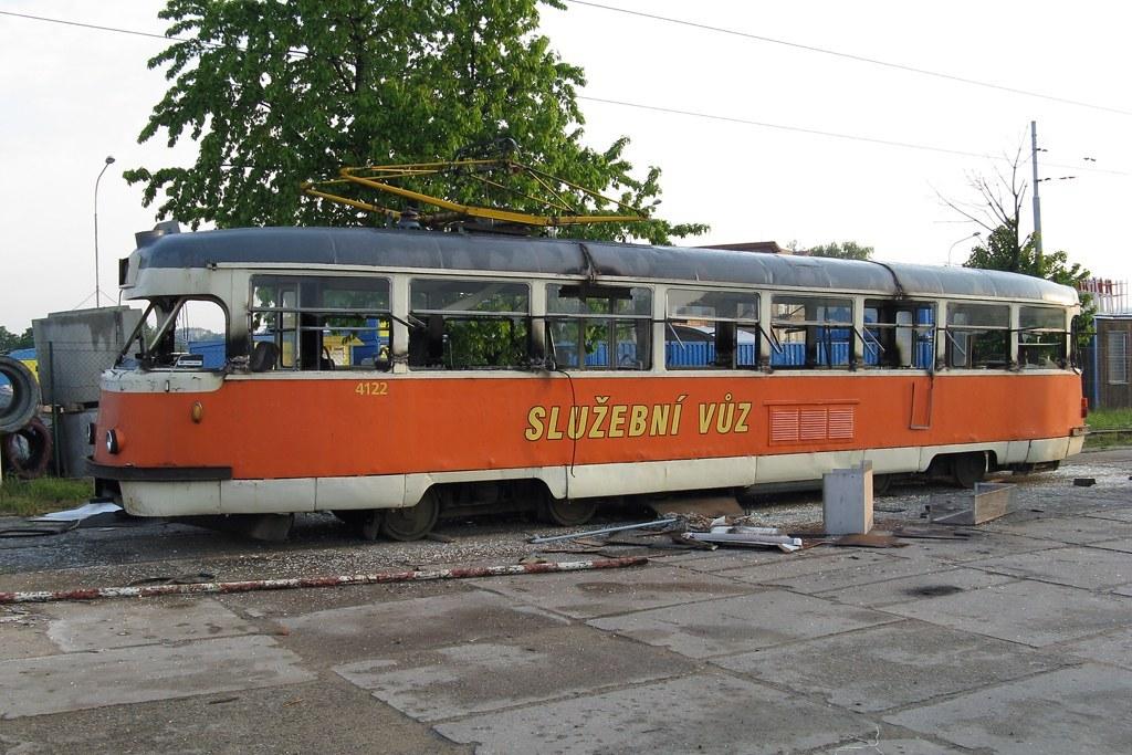 Fotogalerie » Tatra T2 služební 4122   Brno   Ústřední dílny
