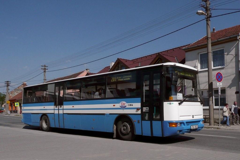 Fotogalerie » Karosa C954E.1360 1B4 8627 | Jedovnice | Havlíčkovo náměstí | Jedovnice, náměstí