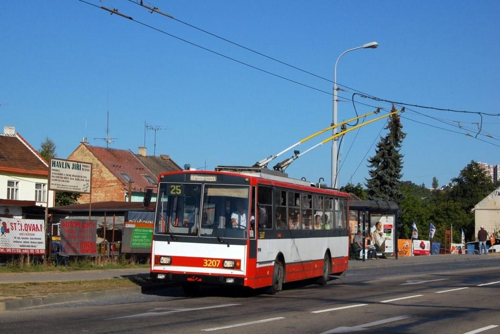Fotogalerie » Škoda 14Tr08/6 3207 | Brno | Husovice | Tomkovo náměstí | Tomkovo náměstí
