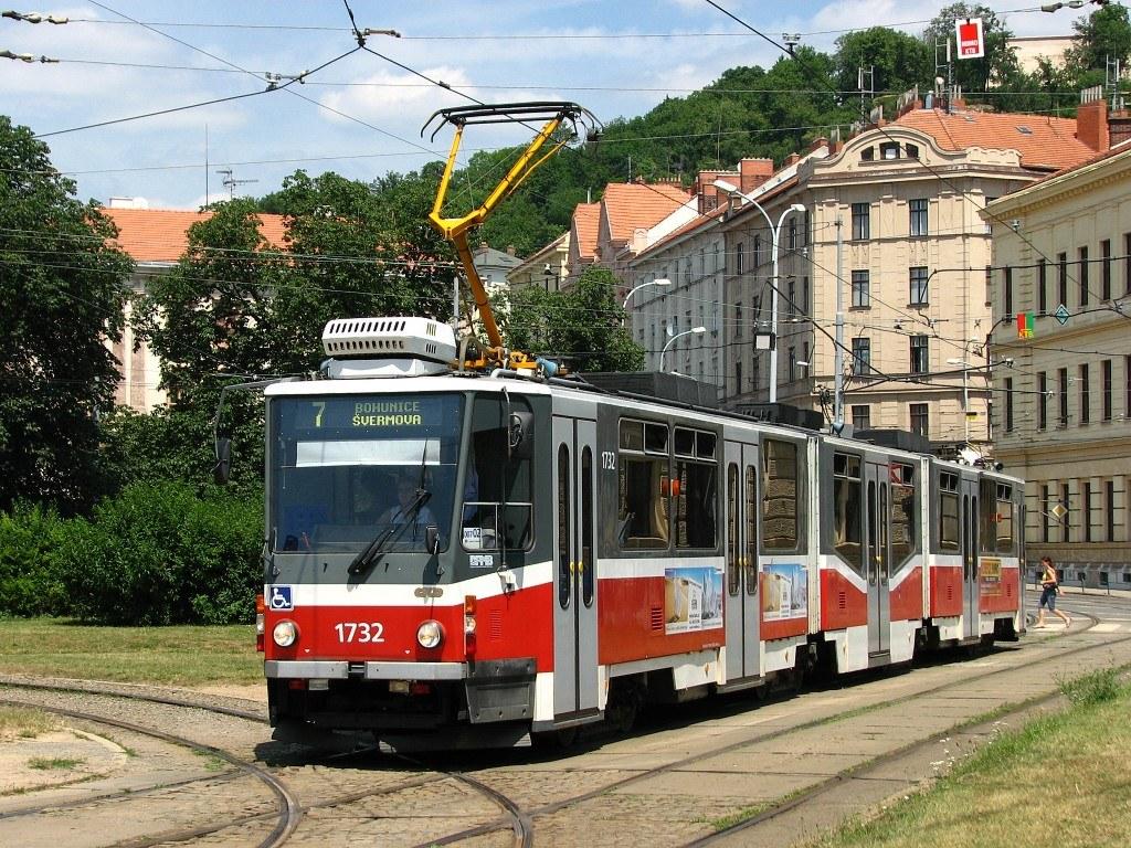 Fotogalerie » ČKD Tatra KT8D5N 1732   Brno   Staré Brno   Mendlovo náměstí   Mendlovo náměstí