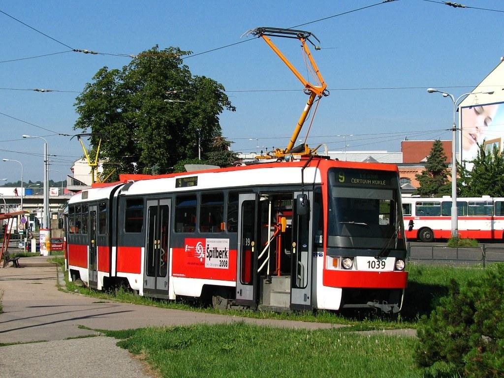 Fotogalerie » ČKD Tatra K2R 1039 | Brno | Trnitá | Zvonařka | Zvonařka, smyčka