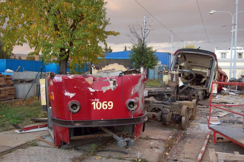 Fotogalerie » ČKD Tatra K2 1069   Brno   vozovna Medlánky