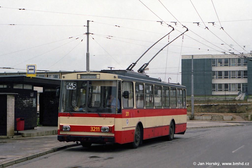 Fotogalerie » Škoda 14Tr08/6 3211 | Brno | Vinohrady | Pálavské náměstí | Pálavské náměstí
