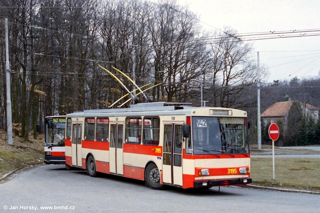 Fotogalerie » Škoda 14Tr07 3195 | Brno | Kohoutovice | Žebětínská | Kohoutovice, hájenka, smyčka