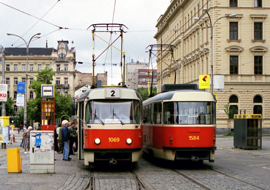 Fotogalerie » ČKD Tatra K2 1069 | ČKD Tatra T3M 1584 | Brno | střed | Malinovského náměstí | Malinovského náměstí