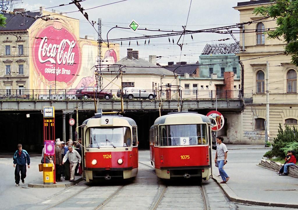 Fotogalerie » ČKD Tatra K2 1124   ČKD Tatra K2 1075   Brno   střed   Benešova   Hlavní nádraží