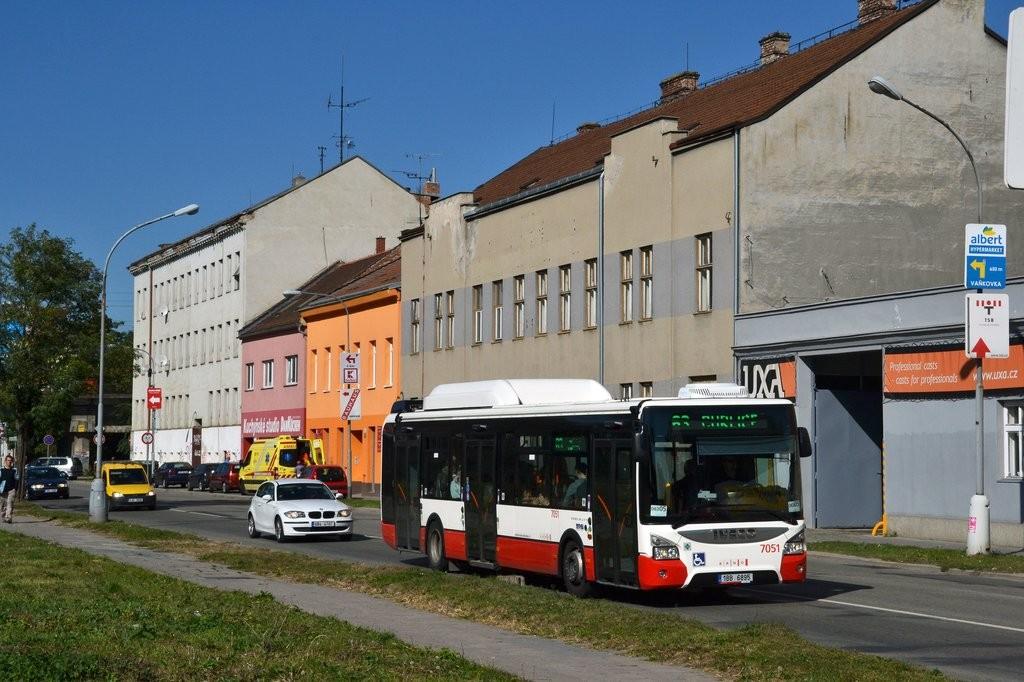 Fotogalerie » Iveco Urbanway 12M CNG 1BB 6895 7051 | Brno | Trnitá | Plotní