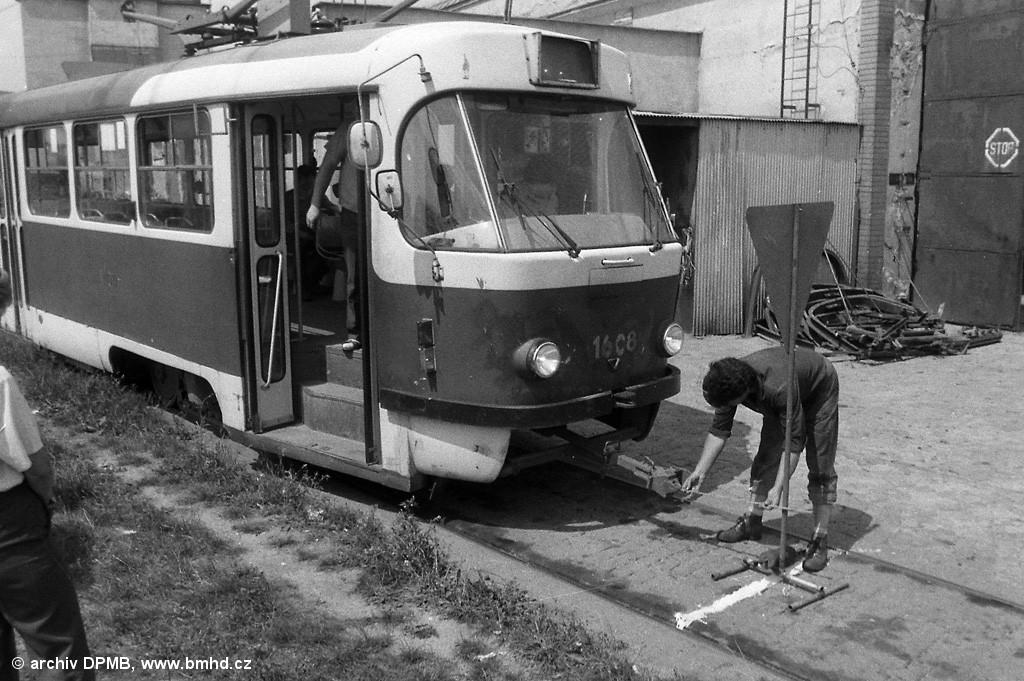 Fotogalerie » ČKD Tatra T3SUCS 1608 | Brno | vozovna Medlánky