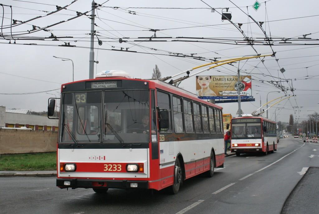 Fotogalerie » Škoda 14Tr10/6 3233 | Škoda 14TrR 3226 | Brno | Slatina | Hviezdoslavova | Černovičky