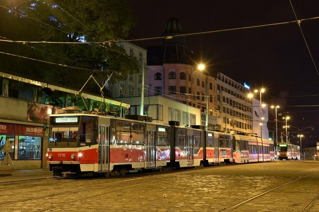 Fotogalerie » ČKD Tatra KT8D5R.N2 1710 | ČKD DS RT6N1 1801 | Brno | střed | Nádražní