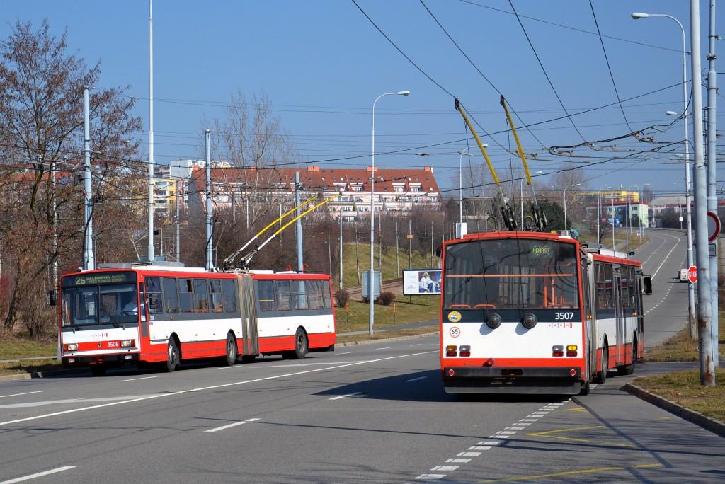 Fotogalerie » Škoda 15TrM 3508   Škoda 15TrM 3507   Brno   Líšeň   Novolíšeňská   Novolíšeňská