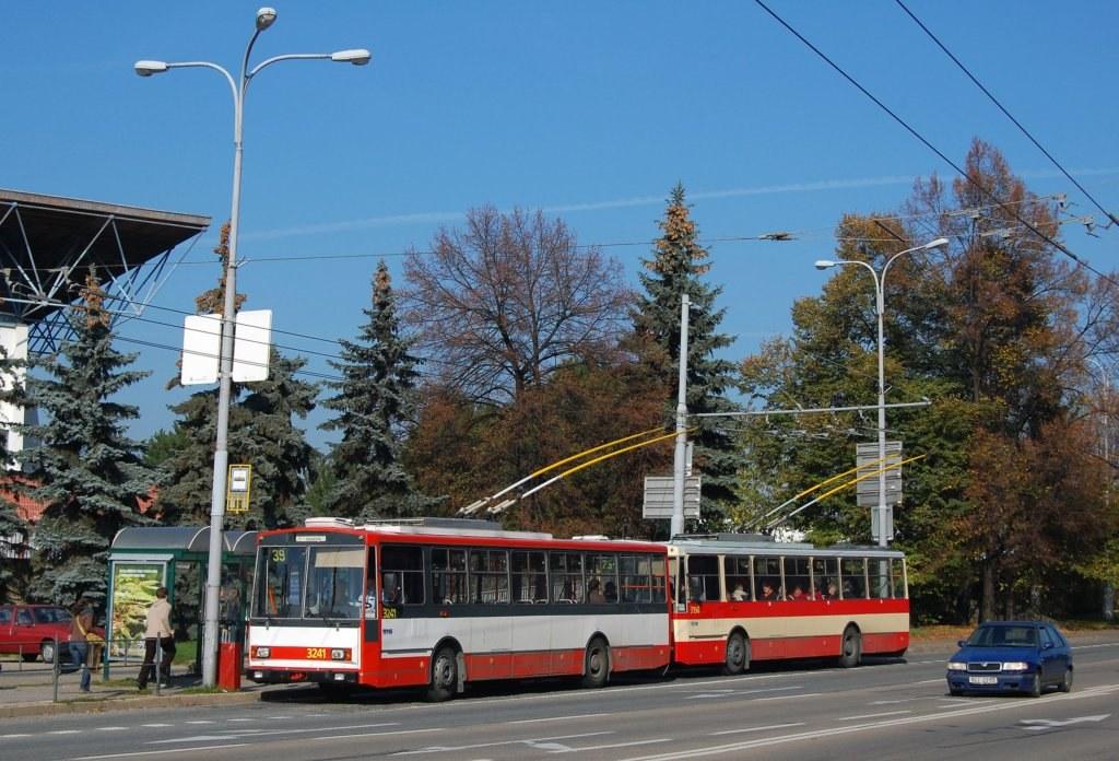 Fotogalerie » Škoda 14Tr10/6 3241 | Škoda 14Tr07 3198 | Brno | střed | Drobného | Zimní Stadion