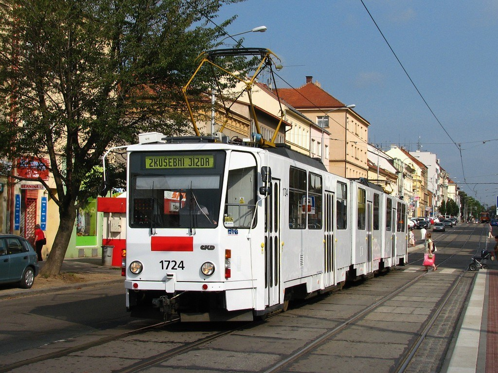 Fotogalerie » ČKD Tatra KT8D5SU 1724 | Brno | Královo Pole | Palackého třída | Jungmannova