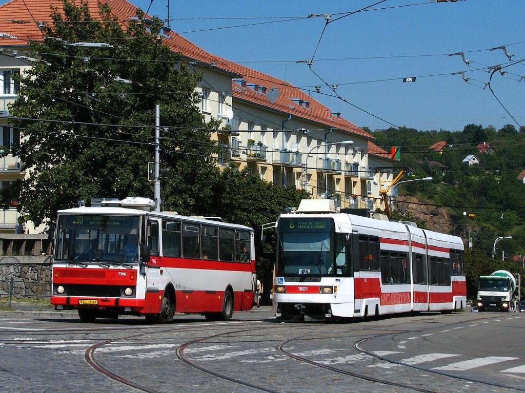 Fotogalerie » Karosa B732.1654.3 7396 | ČKD DS RT6N1 1801 | Brno | Královo Pole | Kosmova | Semilasso