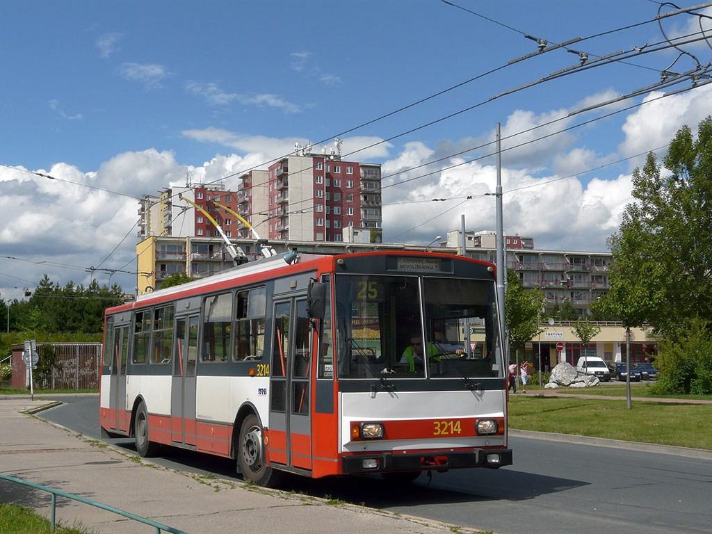 Fotogalerie » Škoda 14Tr08/6 3214   Brno   Vinohrady   Pálavské náměstí   Pálavské náměstí