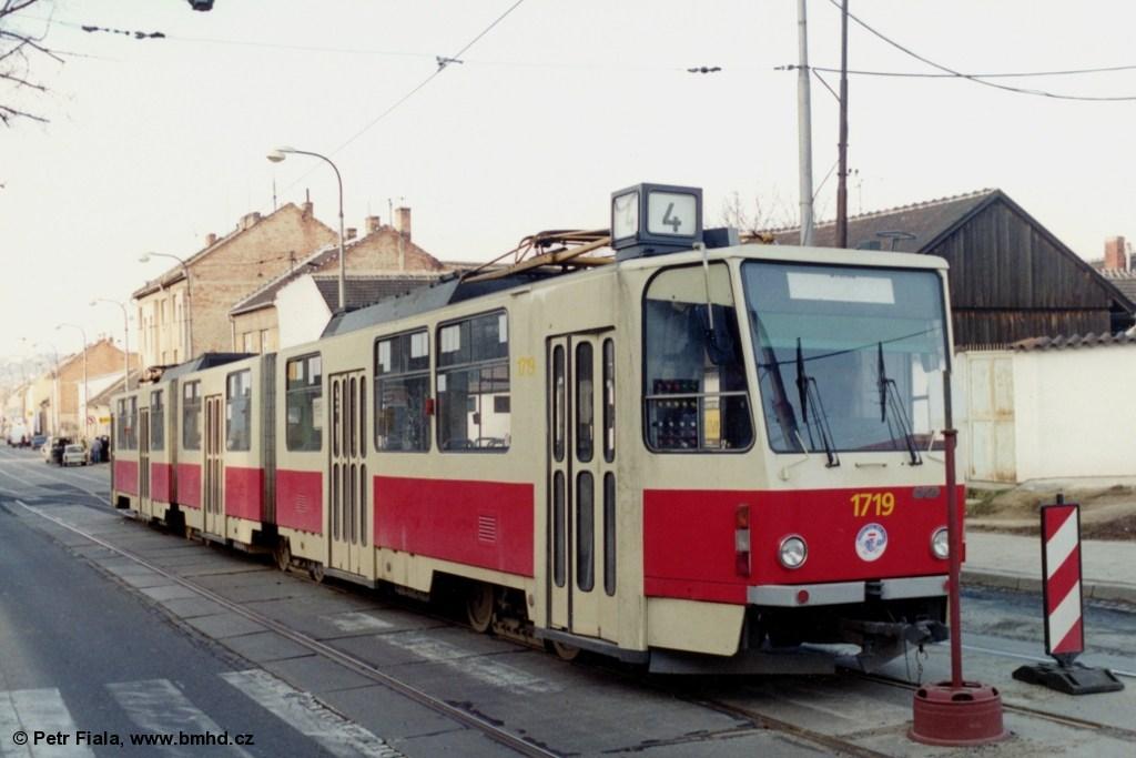Fotogalerie » ČKD Tatra KT8D5 1719 | Brno | Židenice | Táborská | Dělnický dům