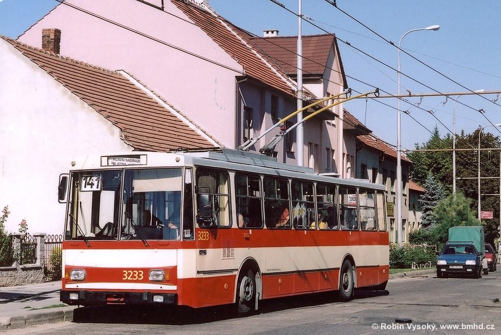 Fotogalerie » Škoda 14Tr10/6 3233   Brno   Slatina   Tilhonova   Langrova
