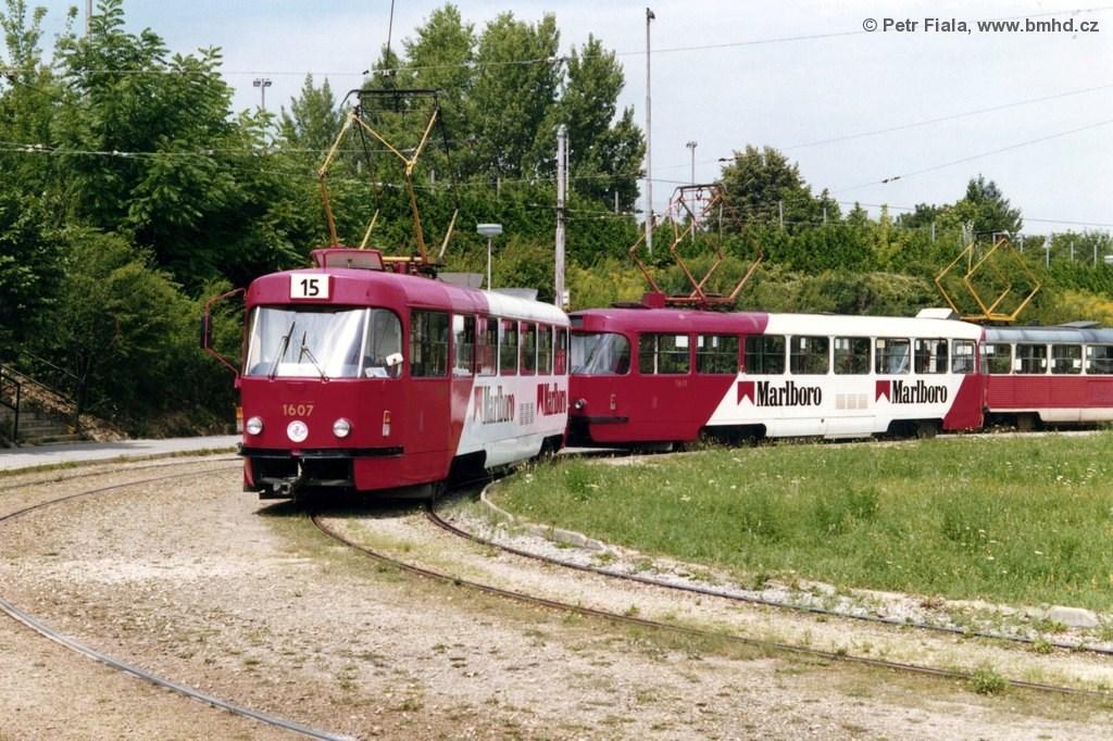 Fotogalerie » ČKD Tatra T3SUCS 1607 | ČKD Tatra T3SUCS 1611 | Brno | Horní Heršpice | Ústřední hřbitov, smyčka