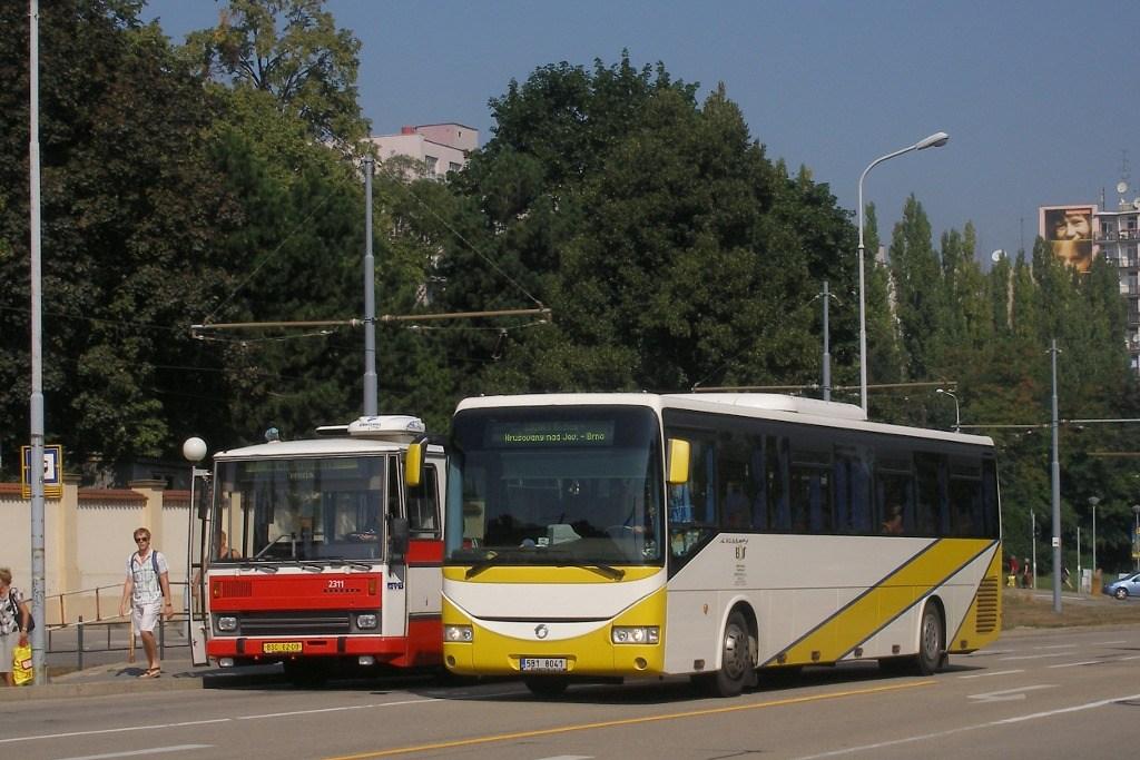 Fotogalerie » Irisbus Crossway 12.8M 5B1 8041 | Karosa B741.1924 BSC 62-08 2311 | Brno | Štýřice | Vídeňská | Ústřední hřbitov