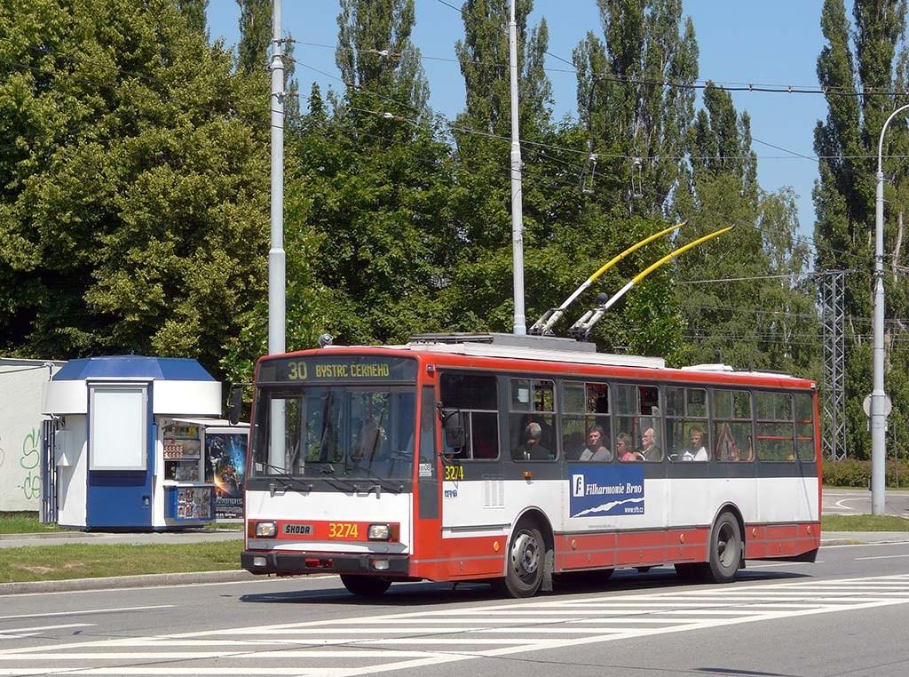 Fotogalerie » Škoda 14Tr17/6M 3274 | Brno | Bystrc | náměstí 28. dubna